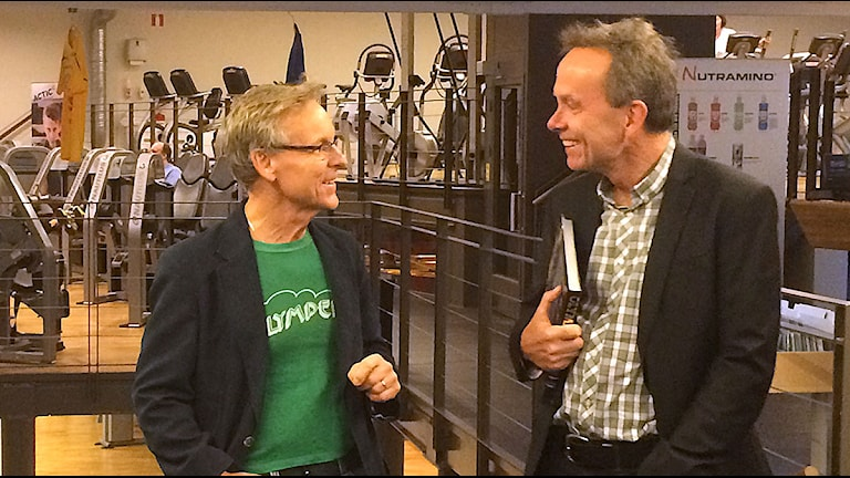 Bandbokaren Julius Malmström och textförfattaren, Sven Lindtröm på platsen för konserterna, där det nu ryms ett gym. Foto: Anton Kalm/Sveriges Radio.