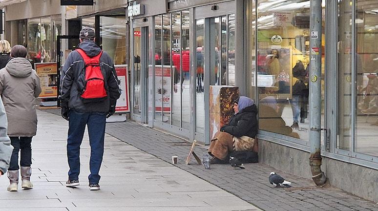 I Helsingborg finns det just nu omkring mellan 30 och 40 personer som tigger. Foto: Anna Hanspers/Sveriges Radio