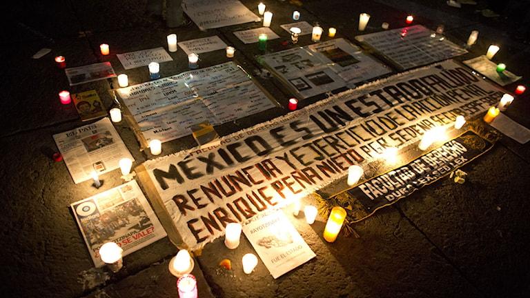 Tända ljus för försvunna studenter