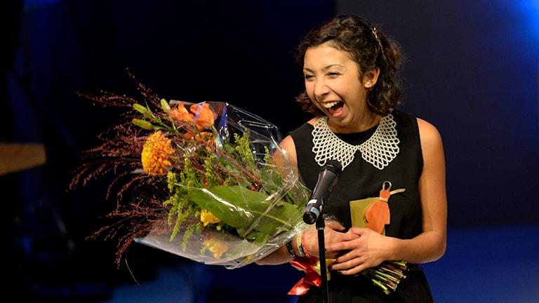 Matilde Villegas Bengtsson från Malmö tar emot Lilla Augustpriset. Foto: Jonas Ekströmer/TT