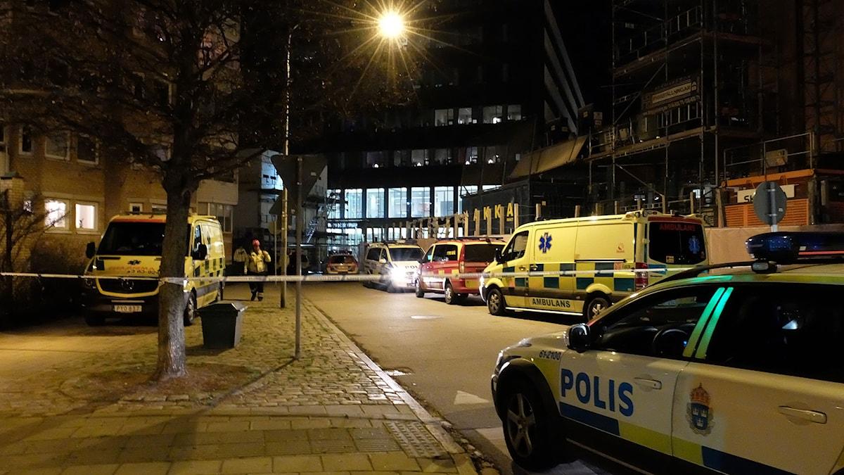 Polisen har spärrat av området efter explosionen. Foto: Alexander Zeilon Lund/Sveriges Radio.