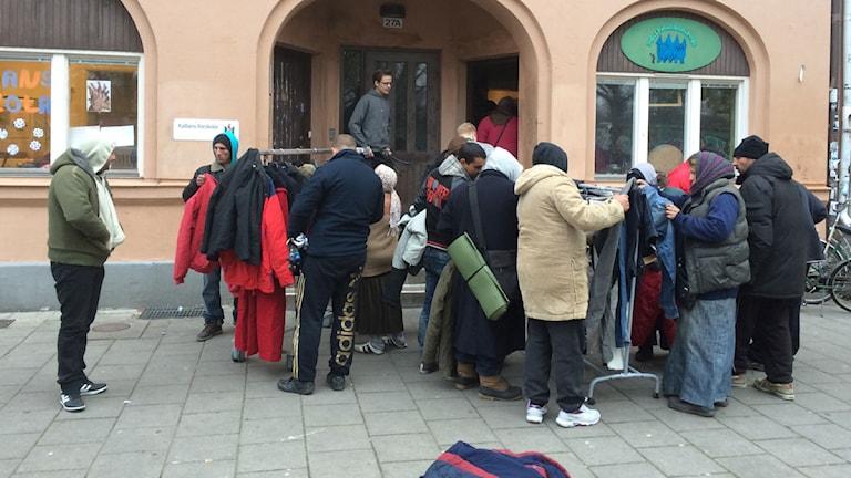 Klädutdelning EU-migranter. Malmö. Freeshops. Foto: Anton Kalm/Sveriges Radio