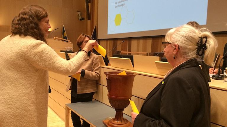 Omständlig valprocedur när Region Skånes nämnder väljs. Foto: Petra Haupt/Sveriges Radio