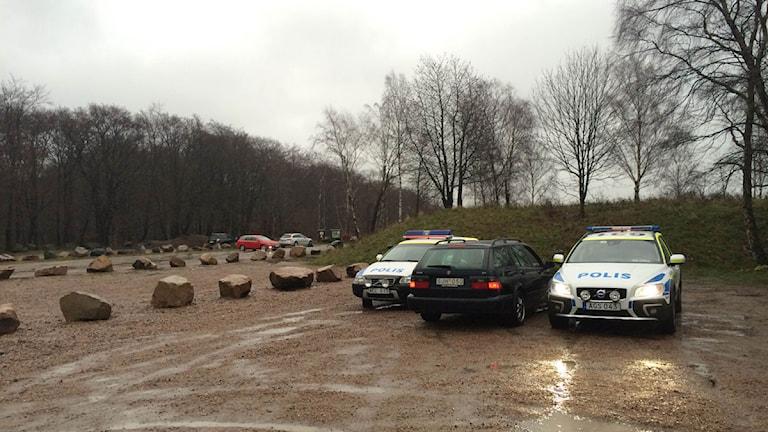 Polisbilar. Parkering.Dalby Stenbrott. Foto: Alexander Zeilon Lund