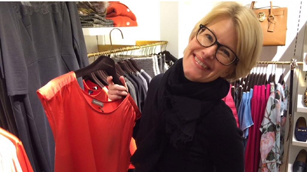 Stilexperten Katarina Althin väljer partykläder. Foto: Anna Hanspers/Sveriges radio