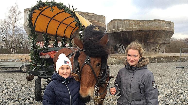 Emma Toth och Ella Håkansson. Foto: Alexander Zeilon Lund/Sveriges Radio