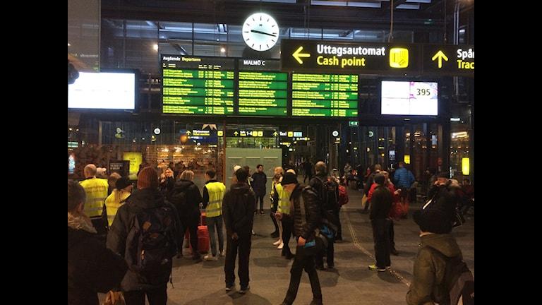 I väntan på inställda tåg på Malmö C