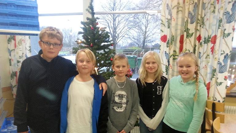 Skolbarn. Gäsnäs. Morten, Vincent, Daniel, Meja och Hilda. Foto Malin Thelin/Sveriges Radio