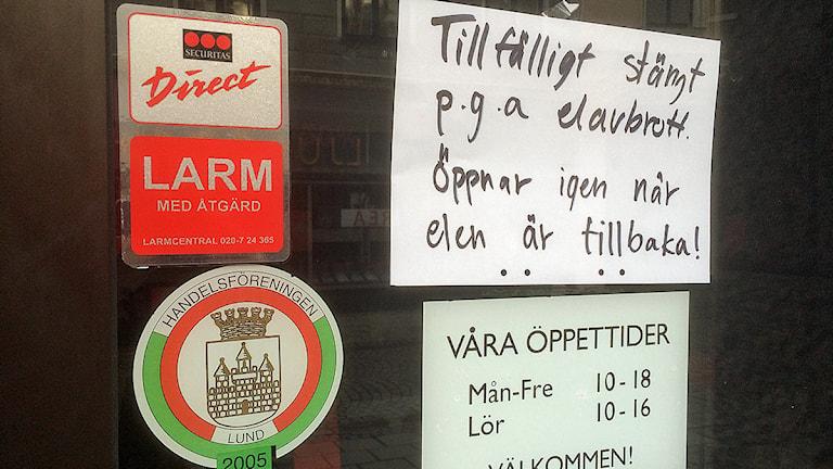 Butikerna i centrala Lund håller stängda på grund av det omfattande strömavbrottet. Foto: Hans Zillén/Sveriges Radio