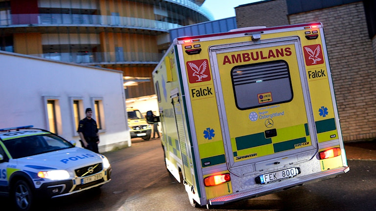 The nurse was taken by ambulance to the special clinic. Photo: Johan Nilsson/TT