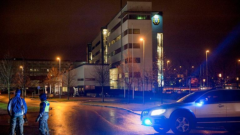 Polishuset i Helsingborg spärrades av på måndagskvällen sedan man fått in ett kuvert med ett vitt pulver. Foto: Björn Lindgren/TT
