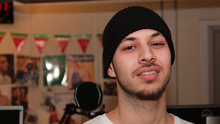 Americol, eller Sami al-Ameri, ung hiphopartist från Malmö som nu gör nysatsning. Foto: Hans Zillén/Sveriges Radio