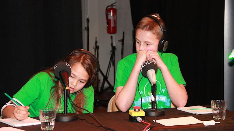 Elma Enhav och Marcus Anderberg från Husieskolan 5 B. Foto: Lars Ekman/Sveriges Radio