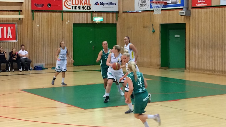 IK Eos förlorade mot Telge basket. Foto: Micke Dahl/Sveriges Radio