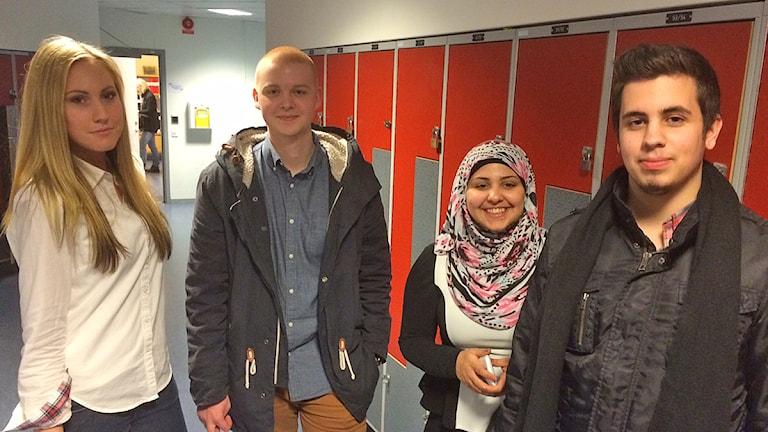 Gymnasieeleverna Julia Åkesson, Tobias Rosqvist, Zainab Zarakit och Roy Karlsson i Malmö. Foto: Dimitri Lennartsson/Sveriges Radio