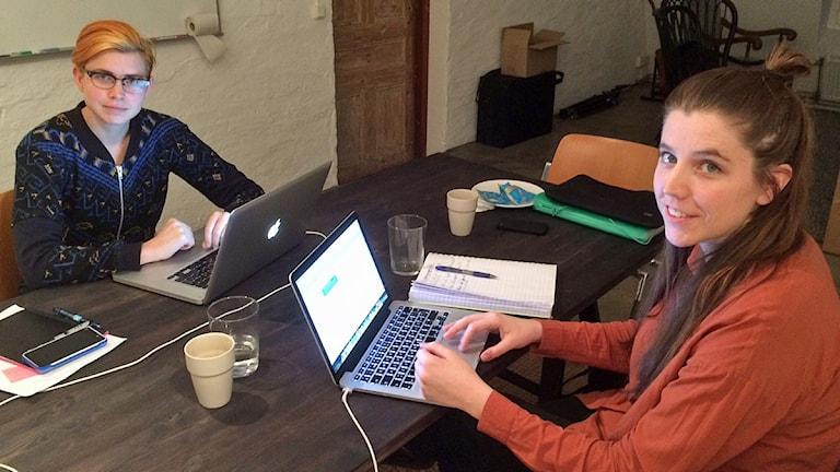 Anna Lindeborg och Anna Fock jobbar båda med webbplattformen Agenda Jämlikhet som nu kommer till Malmö. Foto. Dimitri Lennartsson/Sveriges Radio