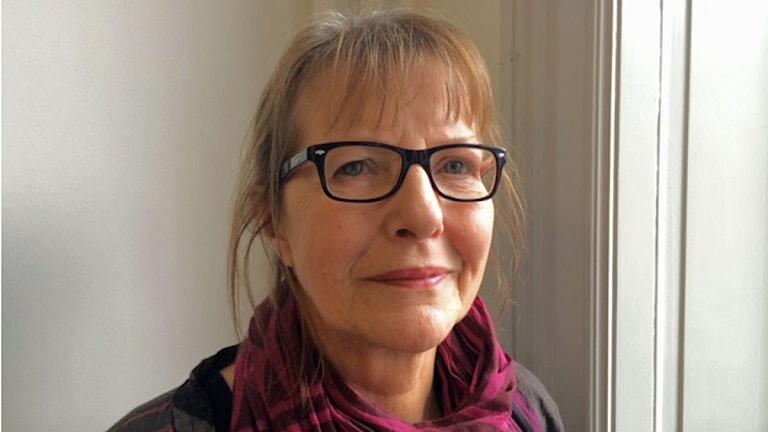 Ingela Andersson, S-märkt oppositionsråd i Helsingborg förklarar varför partiet lämnar stadens visionsarbete som kommunfullmäktige beslutade om 2012. Foto: Anna Hanspers/Sveriges radio