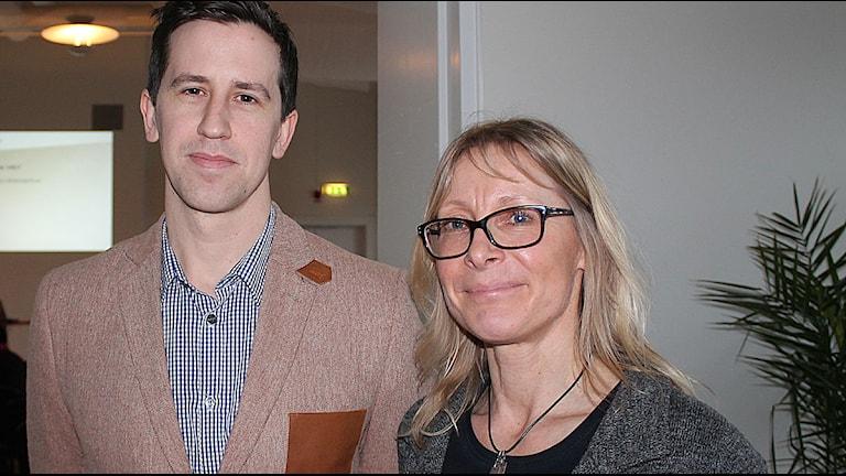 Josef Lannemyr, utredare och Christine Ekdahl Persson, chef för arbetsförmedlingen i Ystad. Foto: Malin Thelin/Sveriges Radio