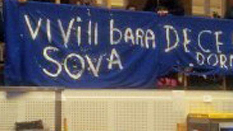 EU-migranter hissade banderoll. Foto: Nätverket Solidaritet med EU-migranter