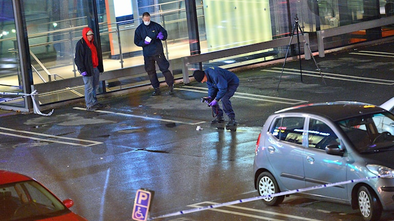 Police conduct forensic investigation at the scene of the shooting in Malmö. Photo: Johan Nilsson/TT.