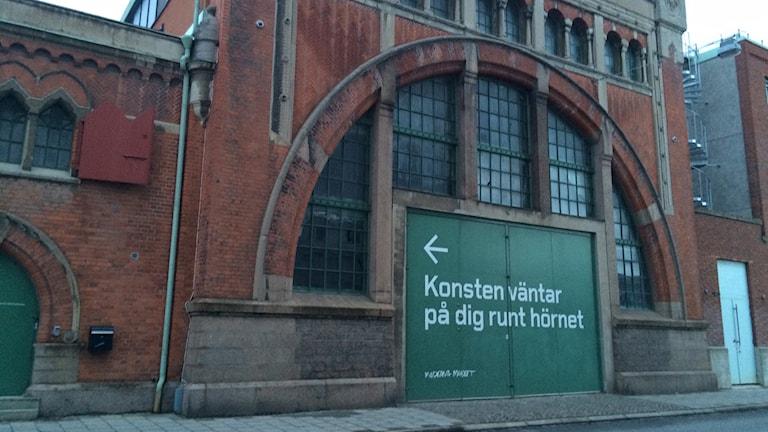Moderna museet i Malmö fick rutor krossade vid bilsprängning. Foto: Ann-Marie Lindqvist/Sveriges Radio