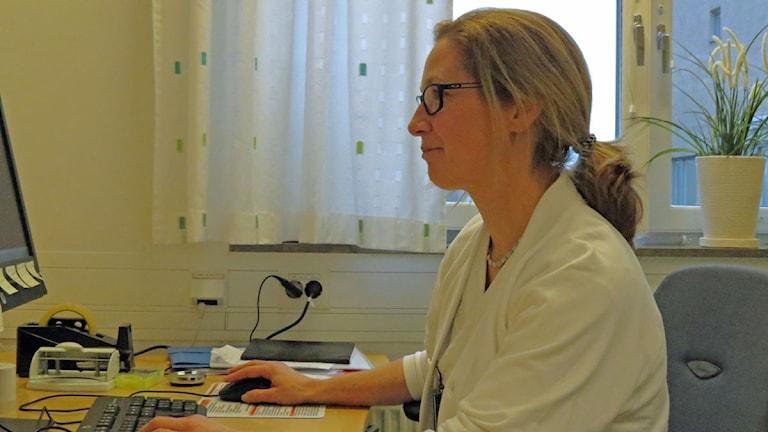 Farmaceuten Amelie Persson. Foto: Petra Haupt/Sveriges Radio.
