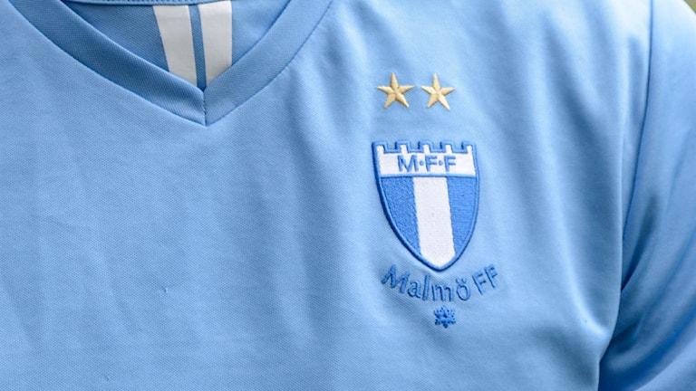 Malmö Ff blir av med en av sina två stjärnor som finns ovanför emblemet. Foto: Daniel Kihlström / TT