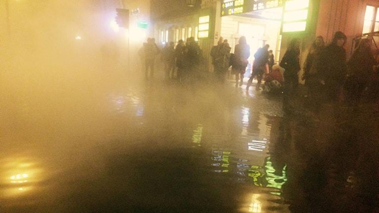 Vattenläcka utanför centralstationen i Lund. Foto: Anna Bubenko/Sveriges Radio
