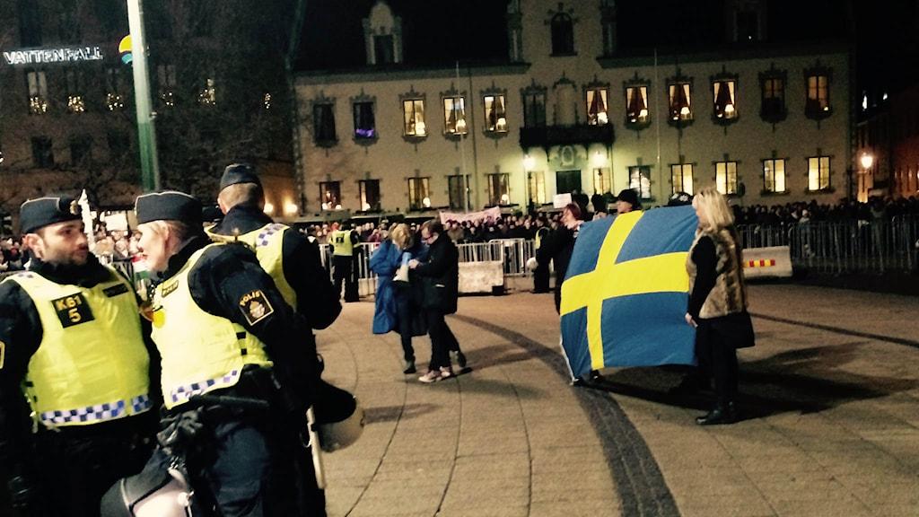 pegida svensk flagga