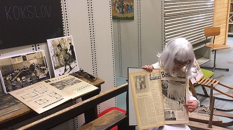 Caroline Lind i skepnaden av det snälla arkivspöket Gaste. Foto: Anton Kalm/Sveriges Radio