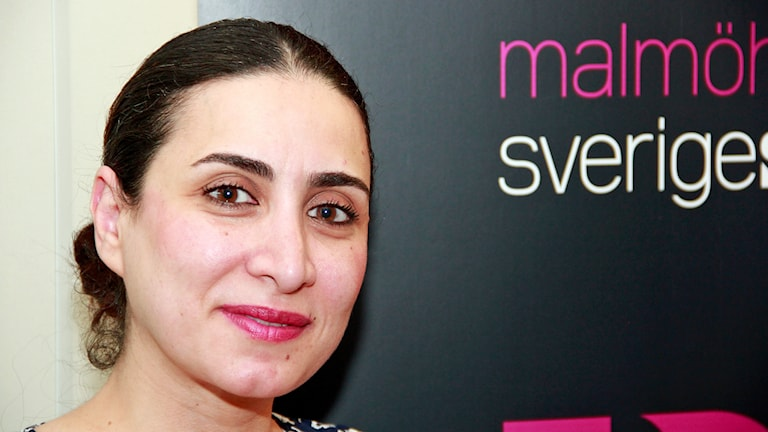 Toktam Jahargiry i Malmö hjälper kvinnor både i Skåne och Iran. Foto: Hans Zillén/Sveriges Radio