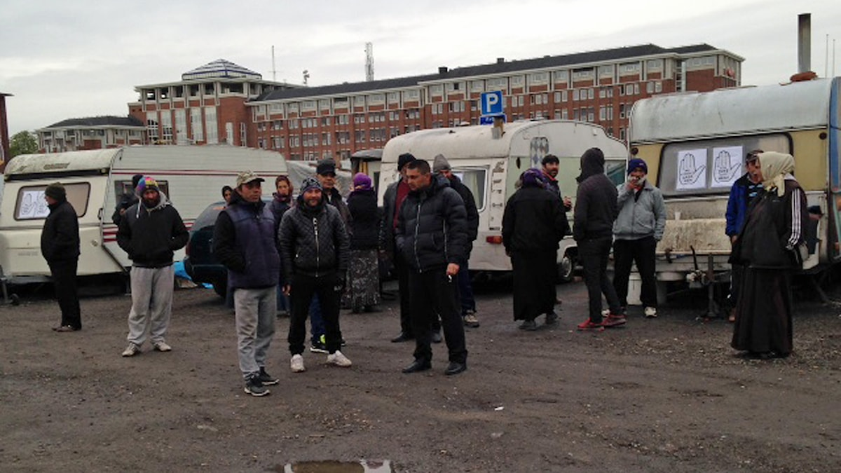 EU-migranterna samlade vid lägret på Norra Sorgenfri i Malmö. Foto: Sandra Neergaard-Petersen/Sveriges Radio