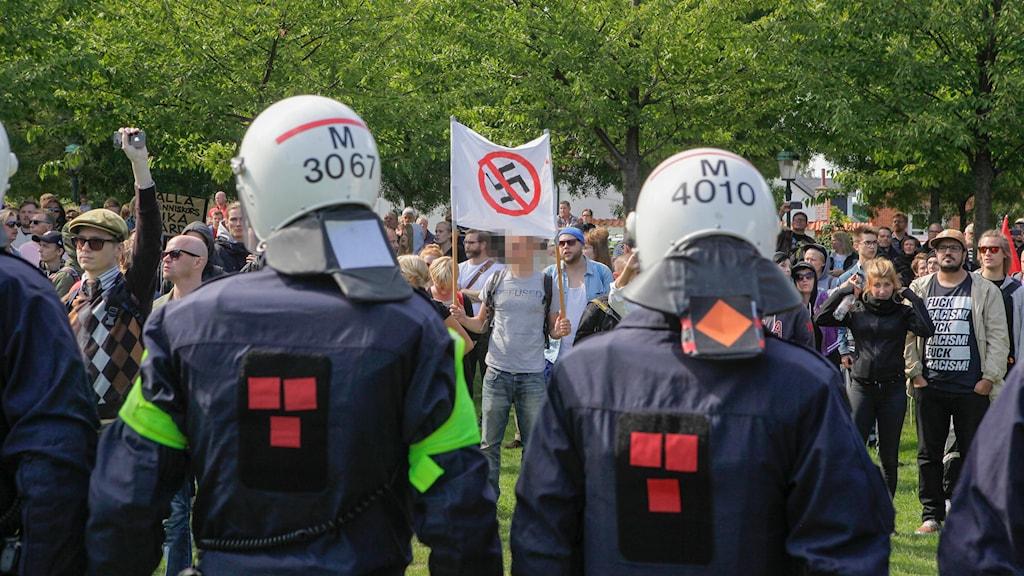 Motdemonstration mot Svenskarnas partis möte i Limhamn. Foto: Drago Prvulovic/TT