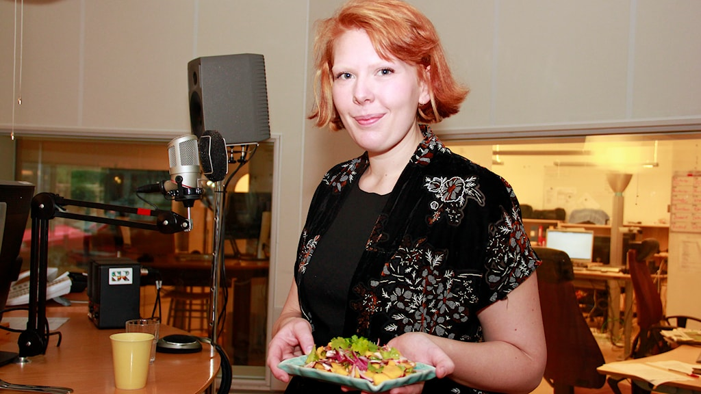Amanda di Scotte hade med sig vegansk ceviche när hon talade om rawfood i morgonstudion. Foto: Hans Zillén/Sveriges Radio
