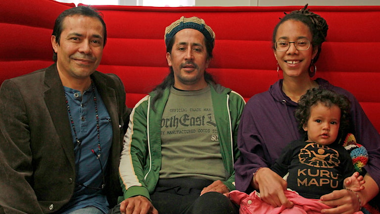 Carlos Cortez, Richard Aravena och Efia Abu med lilla Naima ser fram mot Sofielundsfestivalen. Foto: Hans Zillén/Sveriges Radio