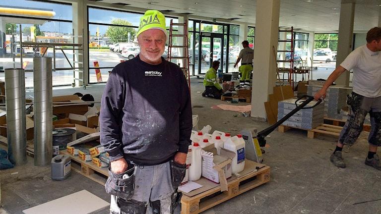 Michael Lekander är byggjobbare och har drabbats av vibrationsskador i armar och händer. Foto: Petra Haupt/Sveriges Radio