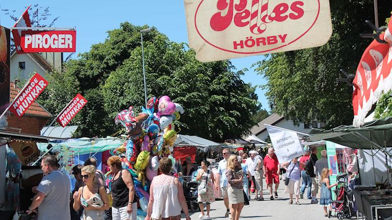 Marknaden hålls inne i centrala Hörby