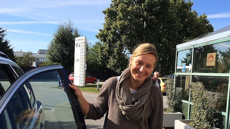 Sandra Belting körde asylsökande flytingar hela dagen till Migrationsverkets boende på Jägersro. Foto: Madeleine Fritsch-Lärka/Sveriges Radio