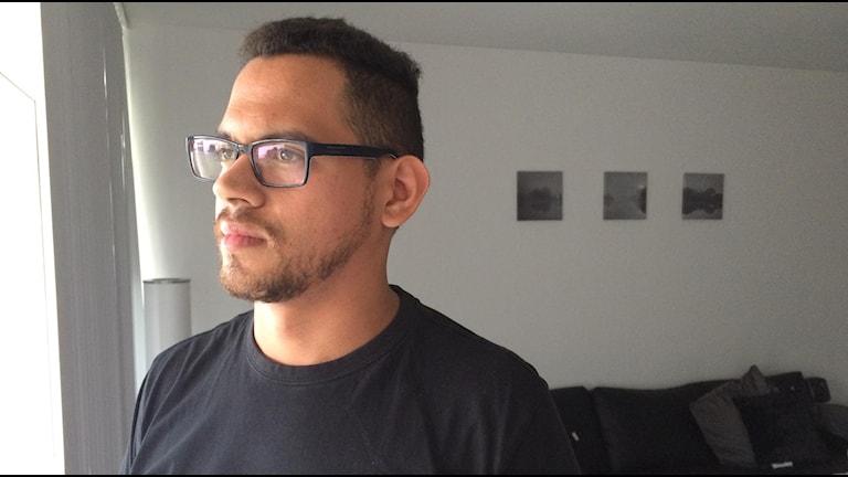 Carlos hotas av utvisning. Foto: Evelina Olsson/Sveriges Radio