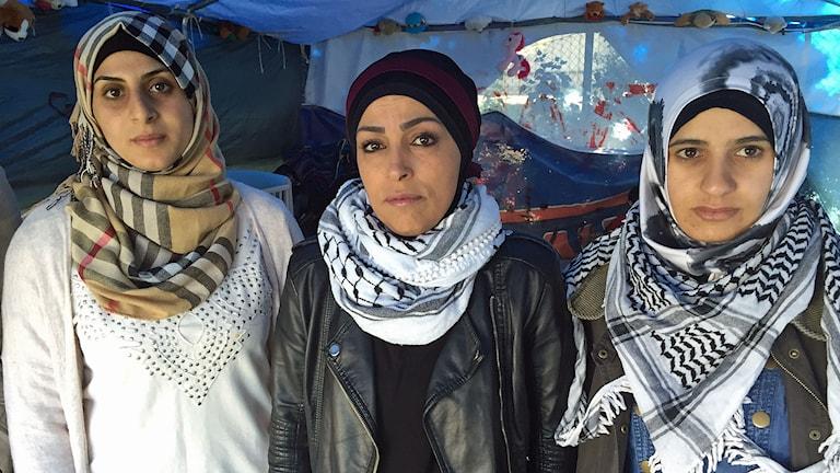 Hoda Alshorafa, Rowaida Algazar och Raneen Hussain är tre av de palestinier som hungerstrejkar utanför Migrationsverkets lokaler i Malmö. Foto: Nadia Jebril/Sveriges Radio