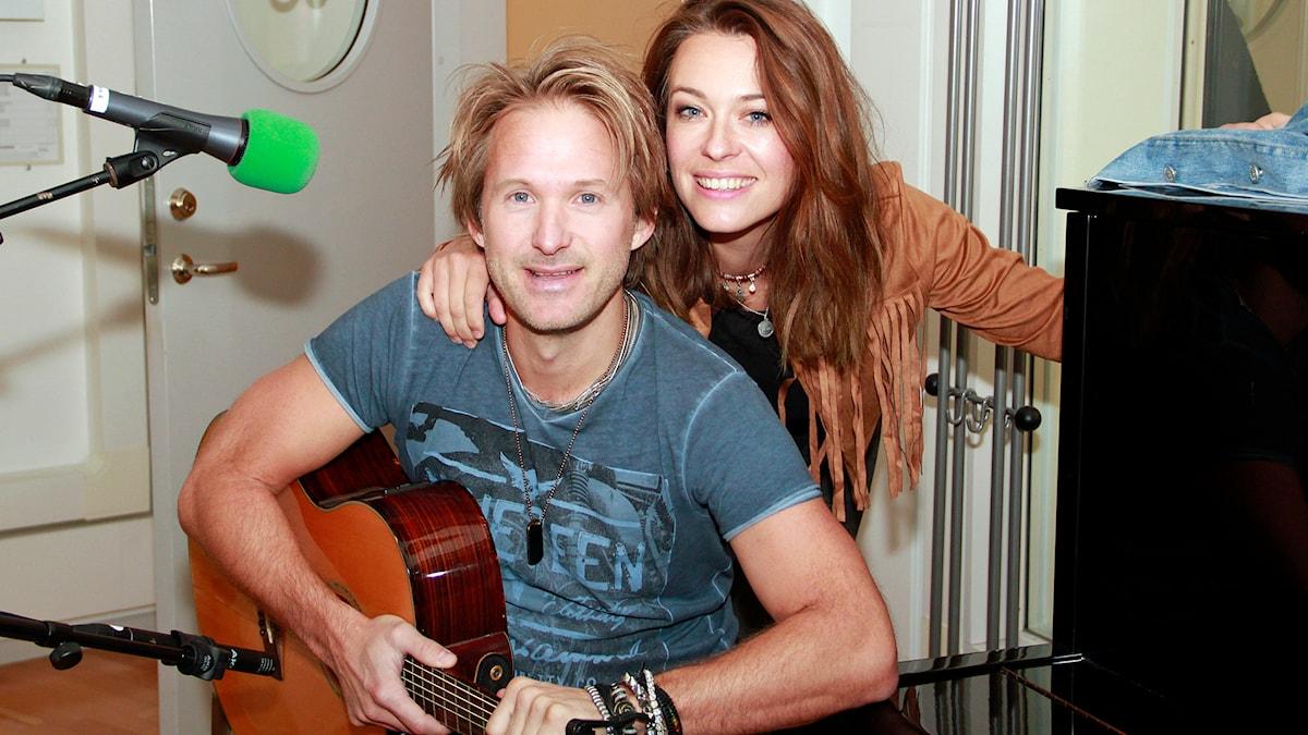 Ronnie Wilde och Andrea Bond utgör bandet Sentiment Falls. Foto: Hans Zillén/Sveriges Radio
