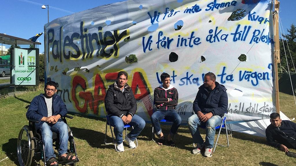 Several of the protestors. Photo: Nadia Jebril / Sveriges Radio.