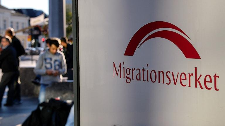 Migrationsverket på plats vid Malmö central för att hjälpa nyanlända flyktingar. Foto: Anders Wiklund/TT
