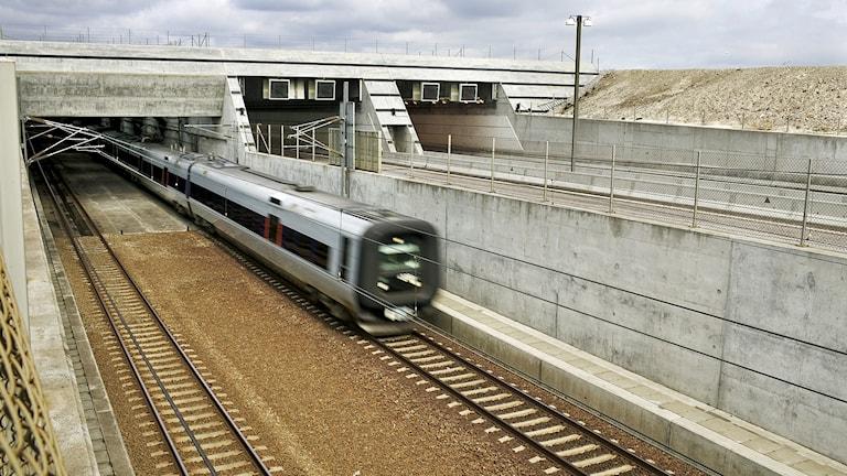 Ett tåg på väg från Kastrup in i Drogdentunneln mot Sverige. Foto: Øresundsbron