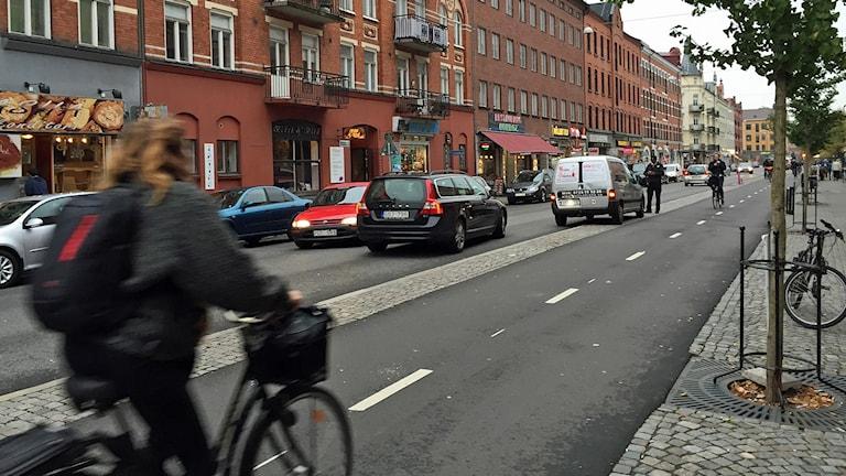Snabb trafik upprör boende vid Möllevångstorget i Malmö. Foto: Jonathan Hansen/Sveriges Radio