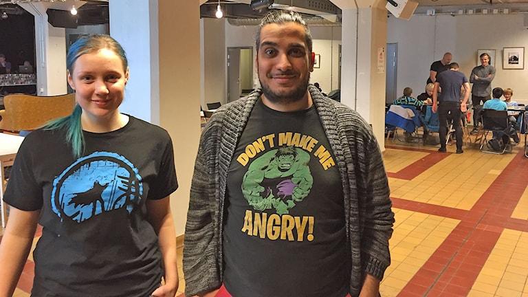 Katya Skog, funktionär och spelare tillsammans med Samir Arabi-Eter, projektledare för Spelens hus i Malmö. Foto: Anton Kalm/Sveriges Radio