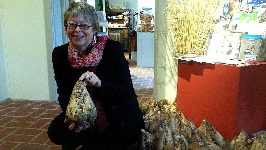 Lena Alebo på Österlens museum. Foto: Malin Thelin/Sveriges Radio
