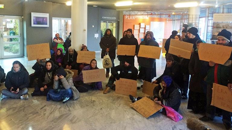 EU-migranter protesterar i Stadshuset i Malmö