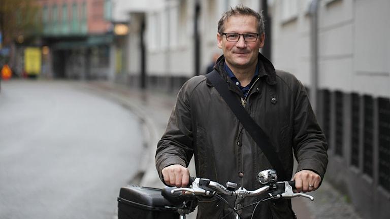 2015-11-18 Milan Obradovic (S), ordförande, tekniska nämnden i Malmö lever som han lär. Foto: Karin Olsson-Bendix/Sveriges Radio