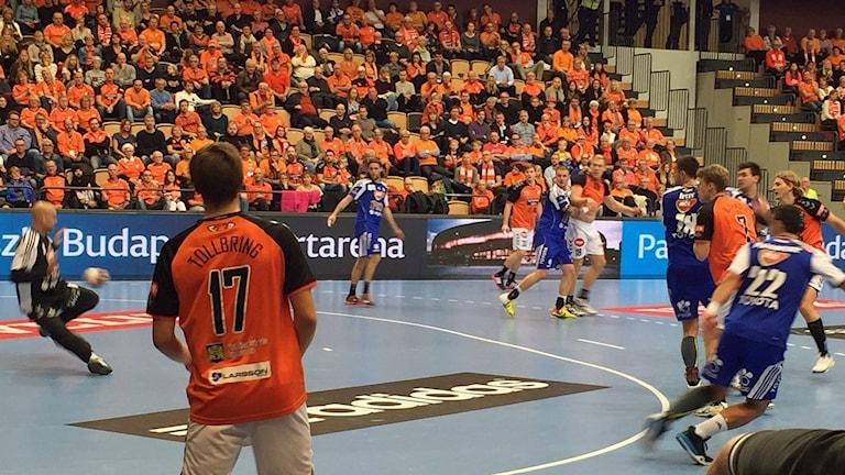IFK Kristianstad gör mål i förlustmatchen i Champions League mot ungerska Pick Szeged. Foto: Lars Ekelöf